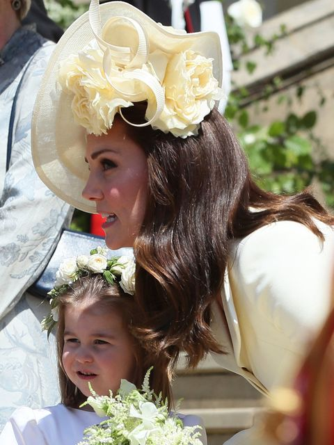 Headpiece, Hair accessory, Hairstyle, Bridal accessory, Fashion accessory, Smile, Ceremony, Headgear, Child, Tradition,