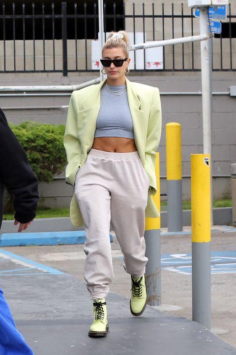 Eyewear, Leg, Trousers, Sunglasses, Textile, Outerwear, Style, Street fashion, Blazer, Goggles,