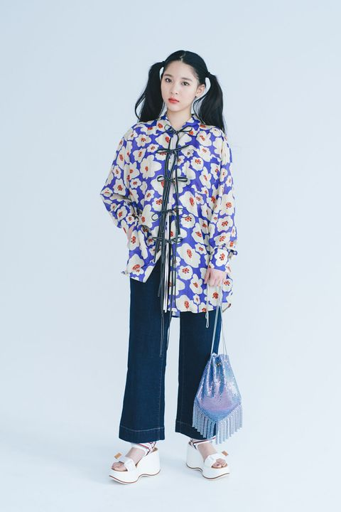 Blue, Sleeve, Shoulder, Textile, Collar, Style, Bag, Street fashion, Fashion, Purple,
