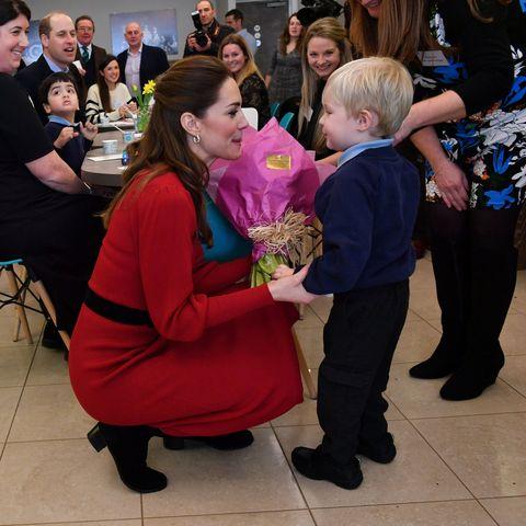Hair, Leg, Interaction, Cut flowers, Bouquet, Flower Arranging, Ceremony, Conversation, Love, Floristry,
