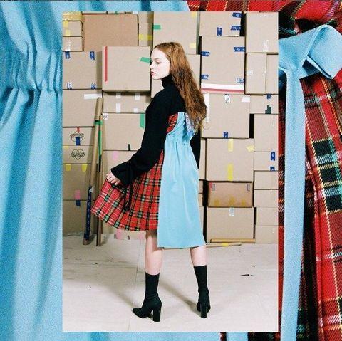 Blue, Plaid, Sleeve, Pattern, Tartan, Textile, Collar, Red, Dress shirt, Street fashion,