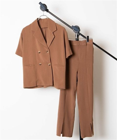 Brown, Coat, Collar, Sleeve, Dress shirt, Outerwear, Blazer, Khaki, Uniform, Tan,