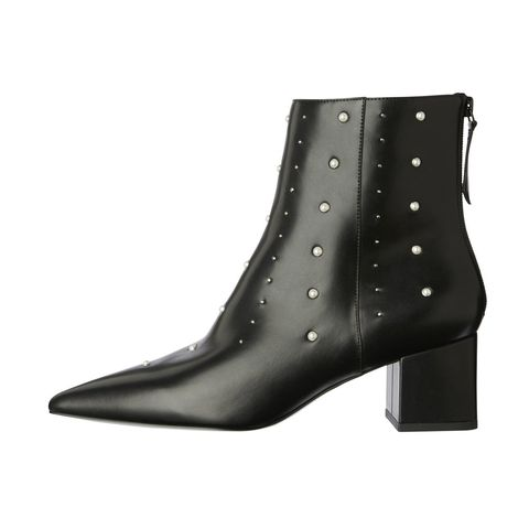 Footwear, Boot, White, Black, Leather, Beige, Synthetic rubber, Foot, Buckle,