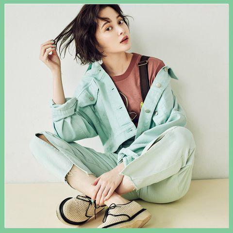 Clothing, Sitting, Robe, Outerwear, Neck, Photo shoot, Photography, Sleeve, Nightwear,