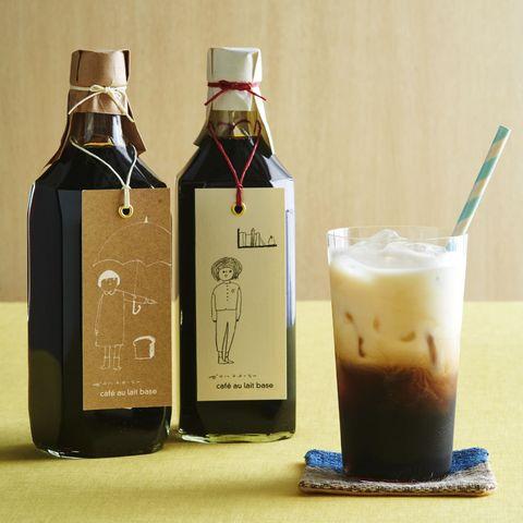 Fluid, Product, Liquid, Glass bottle, Bottle, Glass, Drink, Drinkware, Barware, Cork,