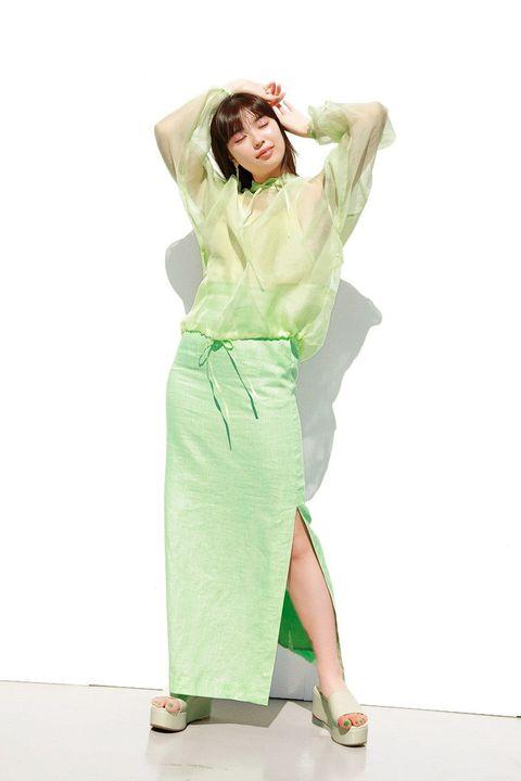 Sleeve, Shoulder, Joint, Standing, Waist, Style, High heels, Sandal, Knee, Fashion,