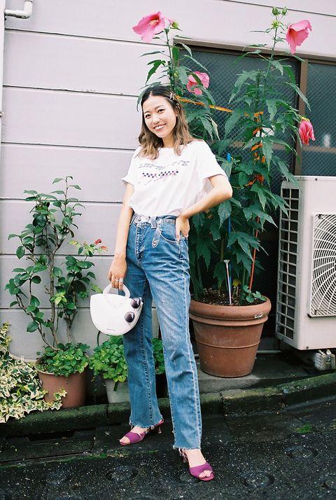 Clothing, Leg, Plant, Flowerpot, Trousers, Jeans, Shoe, Denim, T-shirt, Pink,