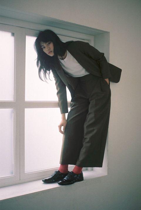 Sleeve, Shoulder, Shoe, Standing, Style, Formal wear, Knee, Street fashion, Long hair, Fashion design,