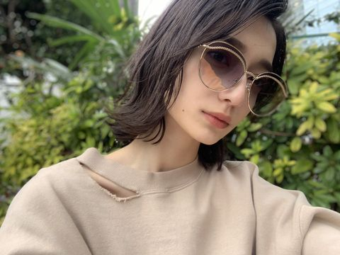 Eyewear, Hair, Sunglasses, Glasses, Face, Cool, Hairstyle, Lip, Beauty, Vision care,
