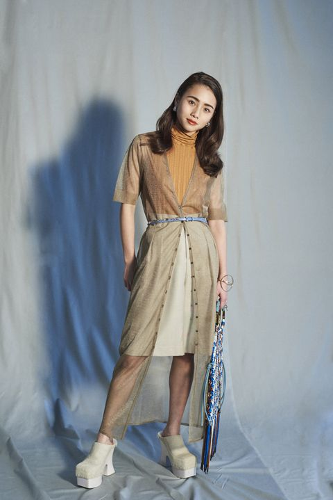 Shoulder, Human leg, Joint, Waist, Style, Fashion model, One-piece garment, Fashion show, Dress, Street fashion,