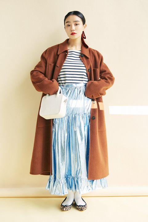 Sleeve, Textile, Fashion model, One-piece garment, Costume design, Fashion design, Day dress, Makeover, Costume, High heels,