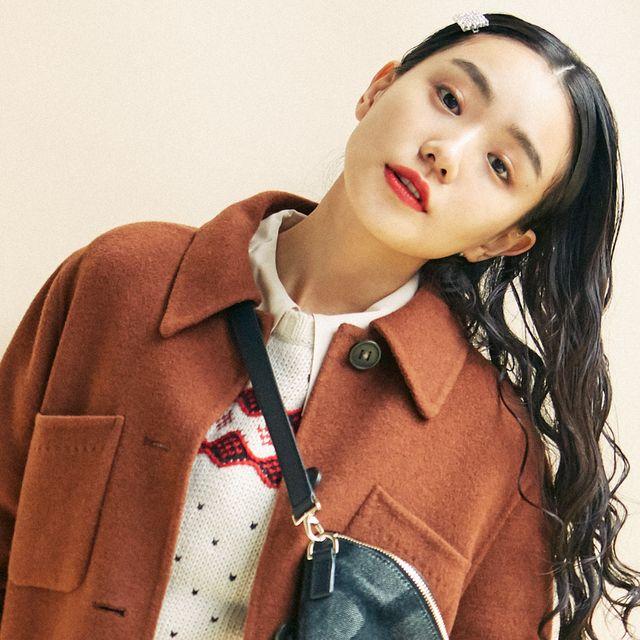 Lip, Collar, Sleeve, Outerwear, Eyelash, Style, Blazer, Fashion, Street fashion, Button,