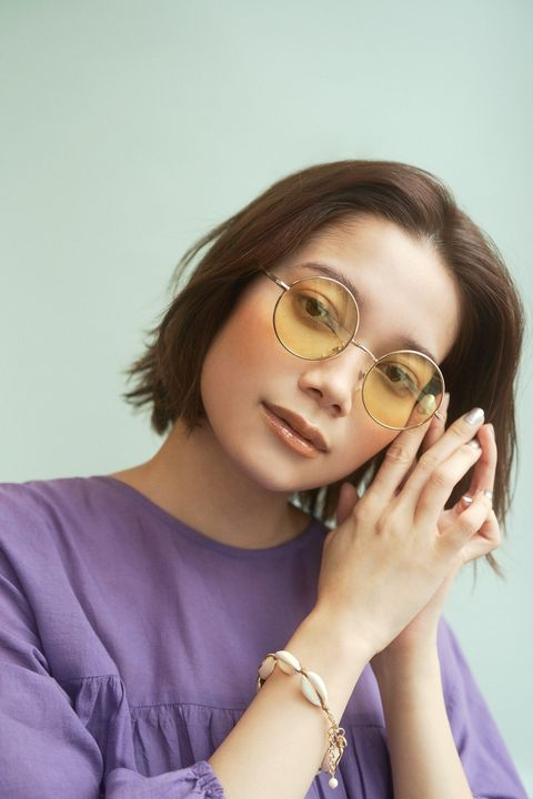 Eyewear, Hair, Glasses, Beauty, Hairstyle, Cool, Lip, Skin, Nose, Yellow,