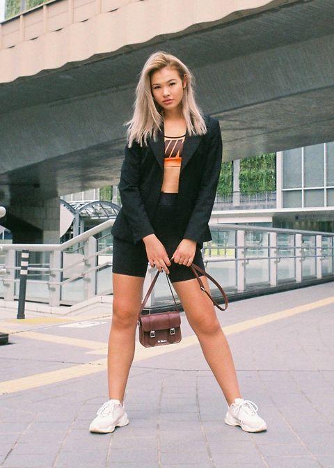 Leg, Sleeve, Shoe, Human leg, Outerwear, Bag, Style, Street fashion, High heels, Knee,