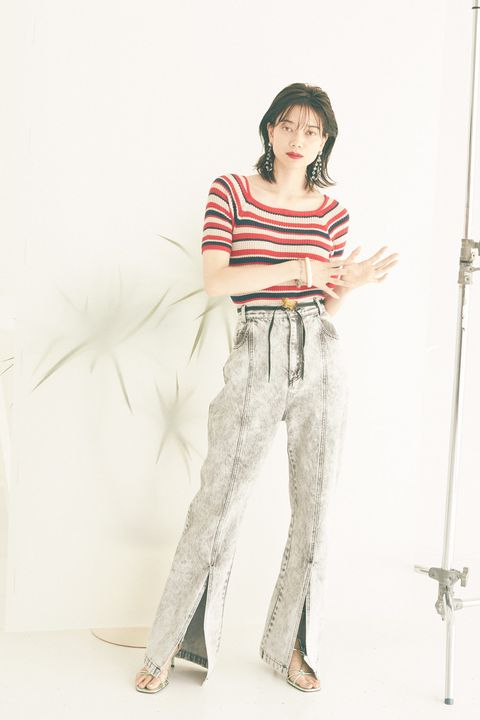 Sleeve, Shoulder, Textile, Elbow, Style, Knee, Waist, Street fashion, Thigh, Fashion model,