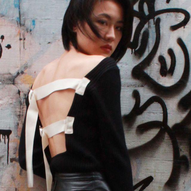 Cool, Beauty, Black hair, Graffiti, Art, Photography, Street fashion, Photo shoot, Street art, Black-and-white,