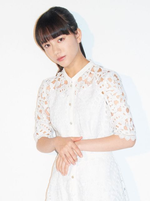 White, Clothing, Neck, Hairstyle, Skin, Beauty, Sleeve, Pink, Shoulder, Blouse,
