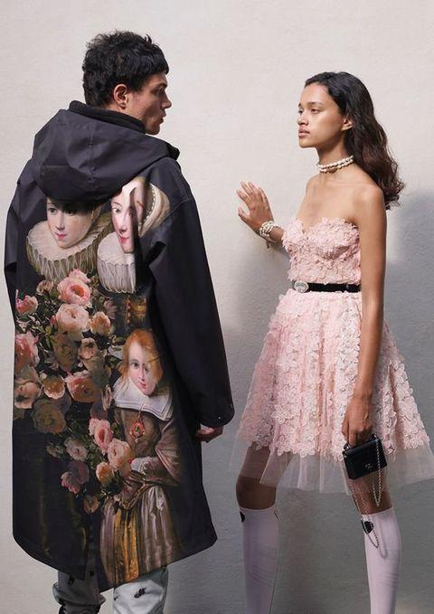 Human, People, Interaction, Fashion, Dress, Waist, One-piece garment, Scarf, Embellishment, Day dress,