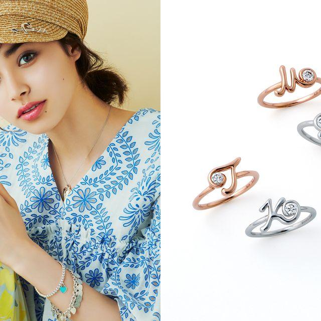 Ear, Skin, Nose, Finger, Fashion accessory, Footwear, Hand, Headgear, Jewellery, Chain,
