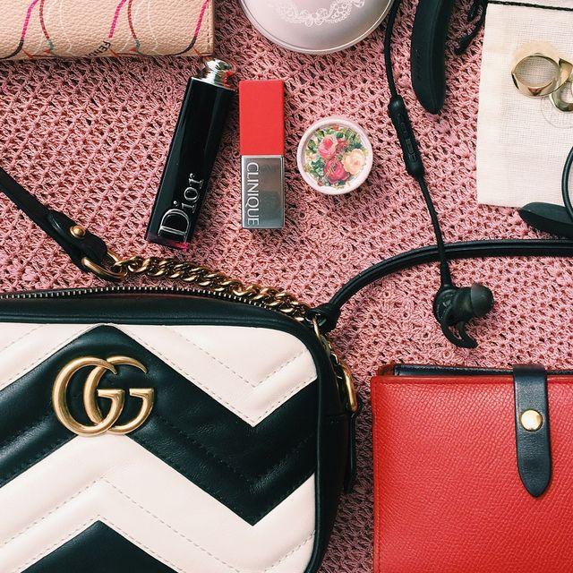 Textile, Red, Bag, Pink, Fashion, Leather, Maroon, Strap, Shoulder bag, Material property,