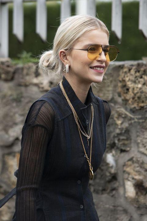 Hair, Eyewear, Blond, Street fashion, Glasses, Beauty, Fashion, Hairstyle, Lip, Dress,