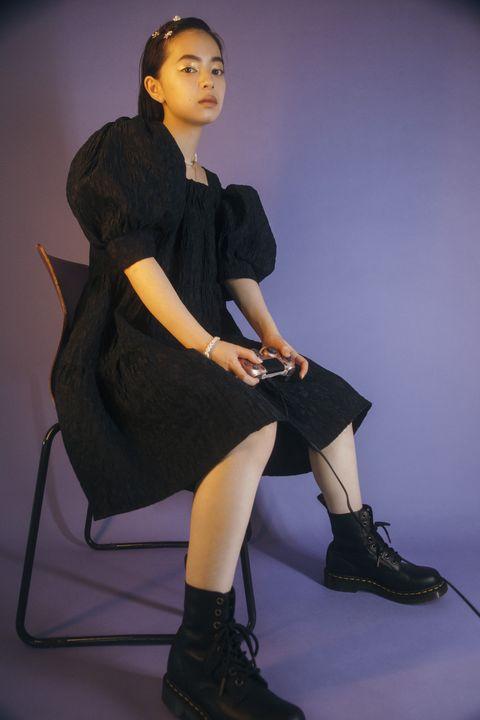 Footwear, Leg, Sleeve, Human leg, Joint, Dress, Style, Sitting, Knee, Fashion,