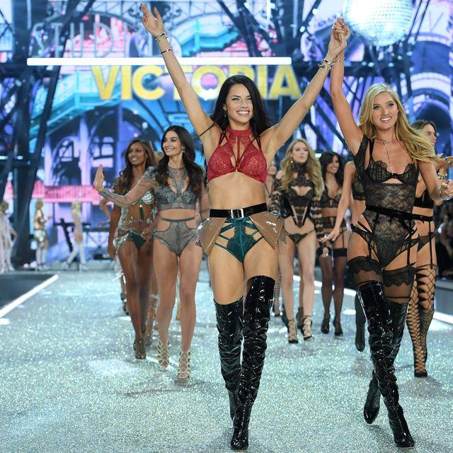 Leg, Fashion model, Thigh, Fashion, Model, Public event, Abdomen, Dance, Navel, Fashion show,