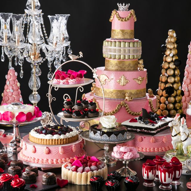 Pink, Sugar paste, Cake decorating, Cake, Dessert, Sweetness, Food, Icing, Fashion accessory, Baked goods,