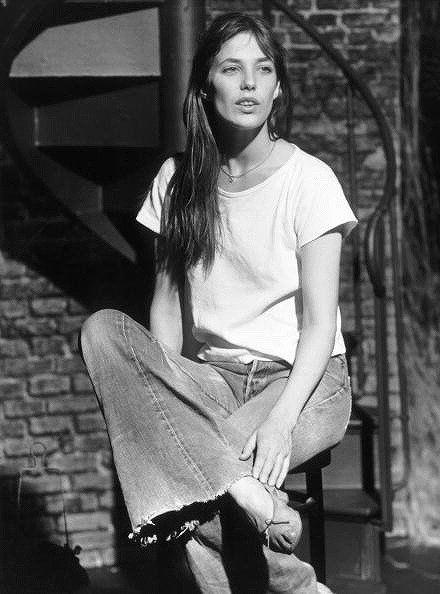 Leg, Denim, Jeans, Sitting, Style, Beauty, Black hair, Knee, Long hair, Street fashion,