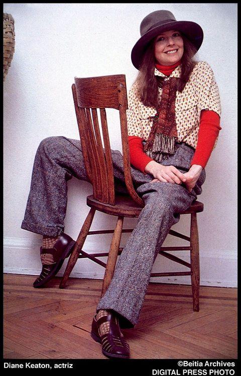 Hat, Sitting, Textile, Outerwear, Fashion, Chair, Sun hat, Street fashion, Vintage clothing, Fedora,