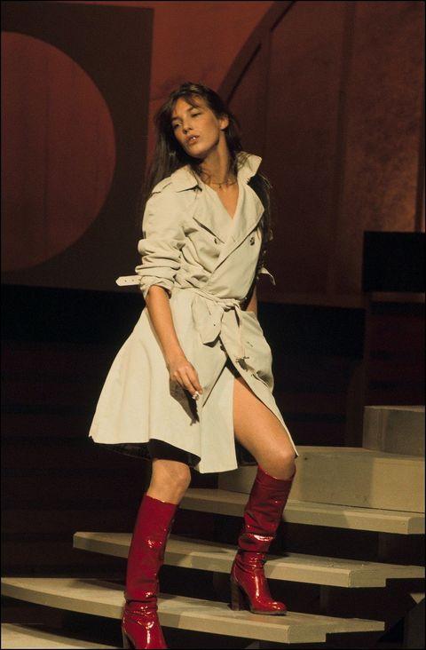 Leg, Human leg, Outerwear, Style, Boot, Knee, Fashion, Youth, Thigh, Fashion model,