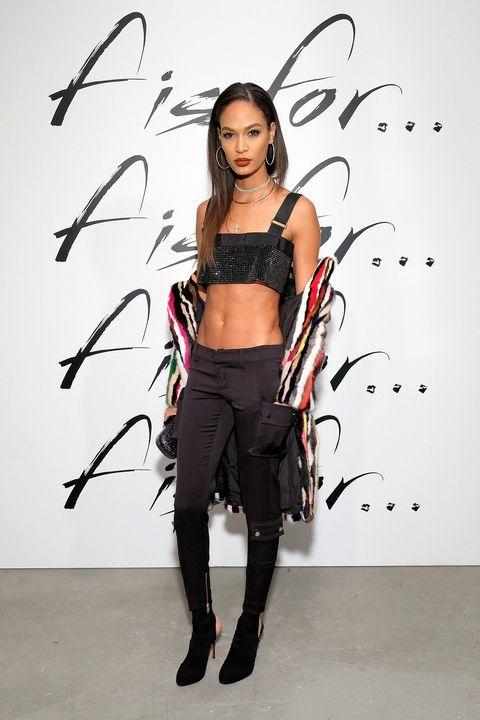 Fashion accessory, Waist, Thigh, Abdomen, Costume accessory, Fashion model, Model, Tights, Body jewelry, Navel,
