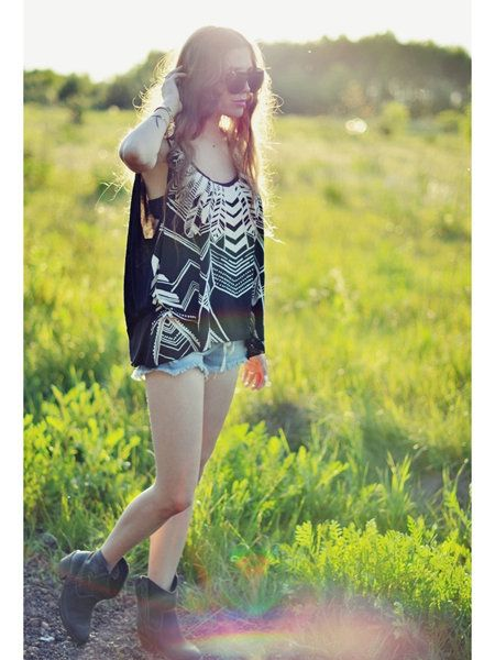 People in nature, Summer, Sunlight, Street fashion, Beauty, Long hair, Grassland, Spring, Day dress, Boot,