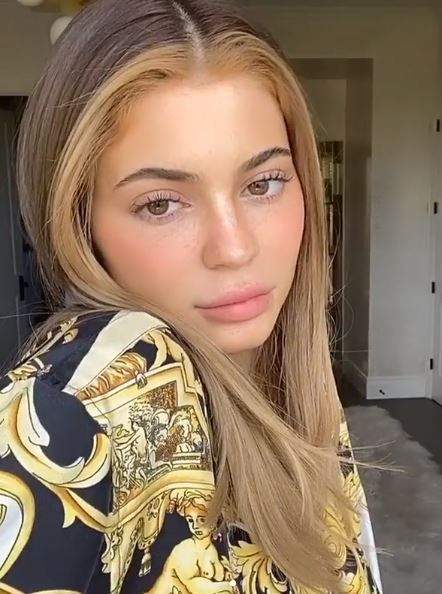 Lip, Cheek, Hairstyle, Forehead, Eyebrow, Eyelash, Style, Beauty, Iris, Door,
