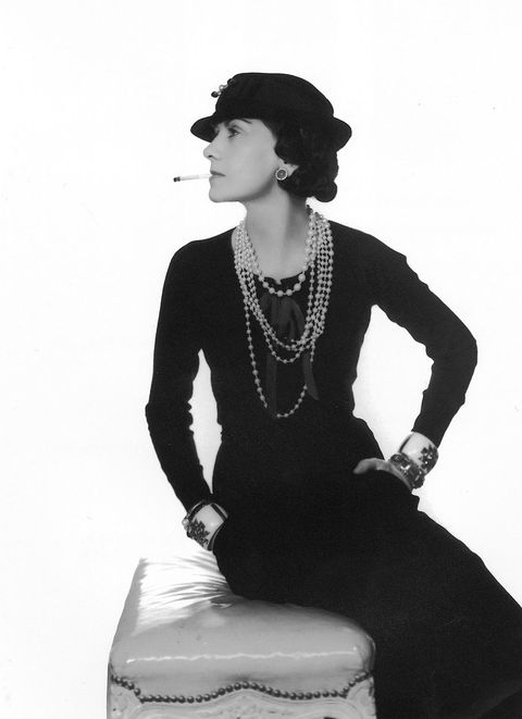 Shoulder, Retro style, Sitting, Neck, Black-and-white, Joint, Photography, Vintage clothing, Monochrome photography, Photo shoot,
