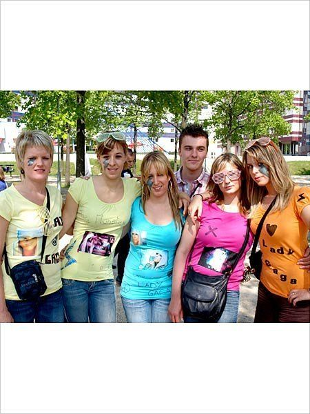 Denim, Jeans, Leisure, Bag, Youth, Waist, Street fashion, Luggage and bags, Sleeveless shirt, Handbag,
