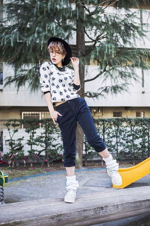 Outerwear, T-shirt, Style, Street fashion, Cool, Knee, Sneakers, Outdoor shoe, Walking shoe, Skate shoe,