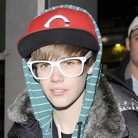 Eyewear, Face, Cap, Nose, Vision care, Glasses, Textile, Jacket, Winter, Headgear,