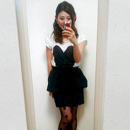Shoulder, Human leg, Joint, Dress, Knee, Waist, Thigh, One-piece garment, Calf, Day dress,