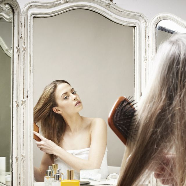 Hair, Photograph, Beauty, Long hair, Hairstyle, Skin, Yellow, Blond, Mirror, Brown hair,