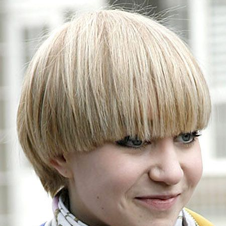Hairstyle, Bangs, Style, Wig, Blond, Costume, Bob cut, Feathered hair, Hair coloring, Wings,