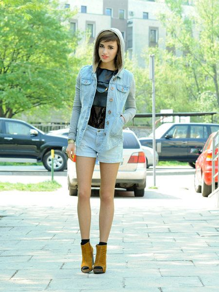 Clothing, Land vehicle, Human leg, Outerwear, Street, Street fashion, Fashion accessory, Waist, Automotive parking light, Cap,