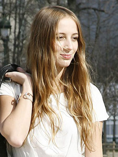 Hair, Lip, Hairstyle, Shoulder, Wrist, Beauty, Long hair, Street fashion, Bracelet, Youth,