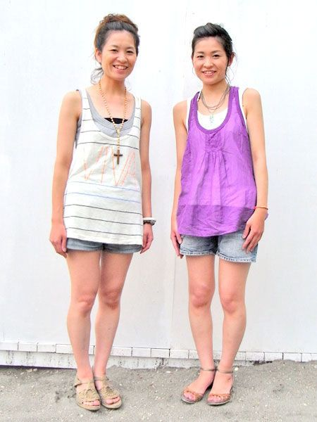 Clothing, Footwear, Leg, Skin, Shoulder, Human leg, Joint, Standing, White, Happy,