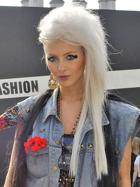 Hairstyle, Style, Fashion, Jewellery, Street fashion, Blond, Model, Fashion design, Makeover, Button,