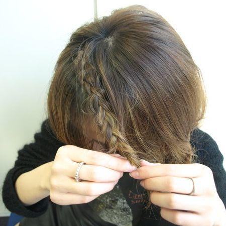 Human, Finger, Hairstyle, Nail, Wrist, Thumb, Long hair, Blond, Back, Brown hair,