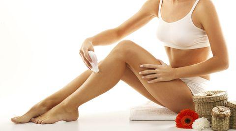 Human leg, Joint, Elbow, Sitting, Knee, Comfort, Thigh, Foot, Abdomen, Tan,