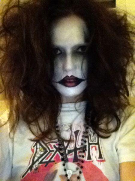Lip, Hairstyle, Chin, Forehead, Eyebrow, T-shirt, Black hair, Fictional character, Zombie, Active shirt,