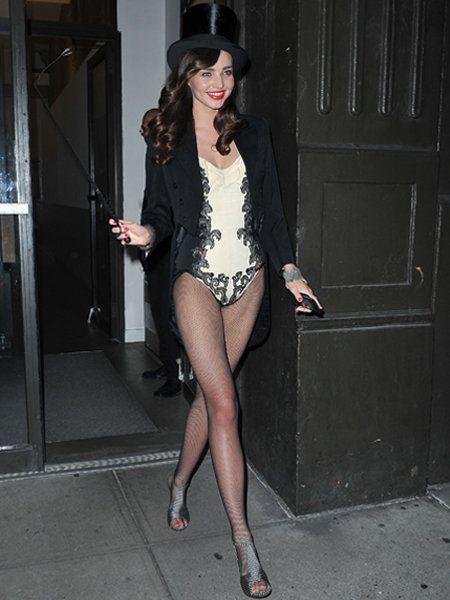 Clothing, Leg, Human leg, Hat, Outerwear, Thigh, Black hair, Fashion, Knee, High heels,