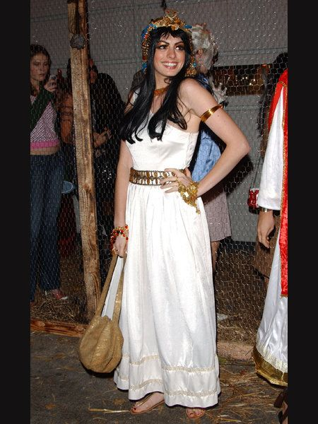 Textile, Dress, Formal wear, Crown, Hair accessory, Headgear, Headpiece, Gown, Fashion, Tradition,